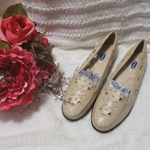 Dr. Scholl's cream leather loafer new without box